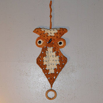 Macrame Owl Wall Hanger Towel Hoop Vintage Braided Jute Brown Owl Tea Towel Holder 1970s Crochet Macrame Wall Art Mid Century Folk Art