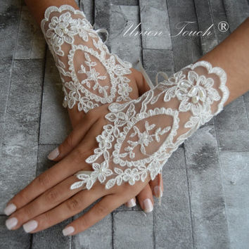 ivory wedding glove, Bridal Glove, ivory lace cuffs, lace gloves, Fingerless Gloves, bridal gloves, gloves, lace gloves, wedding gloves
