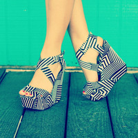 Retro Black&White Wedge