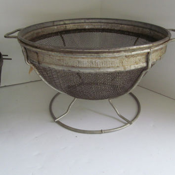 Primitive Wire Basket Metal Strainer Collander Berry Picking Basket Farmhouse Primitive Kitchen Utensil Fruit Basket Rustic Kitchen Decor