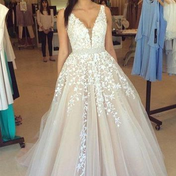 2017 Vintage Puffy A-line Ivory Prom Dresses Long Sexy Deep V Neck Lace Tulle Teens Formal Evening G