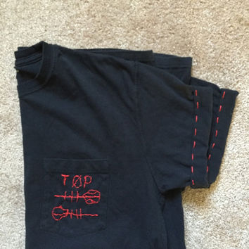 TWENTY ONE PILOTS *** skeleton, alien pocket tee hand embroidered