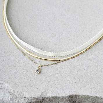 Engaging Gold and Ivory Choker Necklace Set