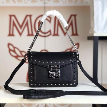 Kuyou Gb79810 Mcm 19 New Patricia Crossbody Bag Black Twist Chain Wallet In Visetos Studs With Two-tone Leather 18x13x9.5cm