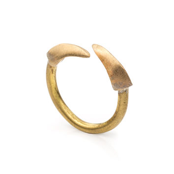 Tiny Double Claws Ring