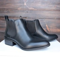 bc 'partner' black modern chelsea ankle boot