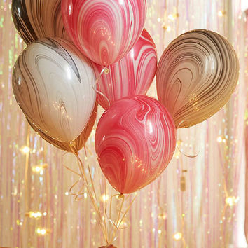 Knot & Bow Marble Balloon Set | Urban Outfitters