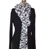 Handmade Knitted Black and White Pebbles Scarf