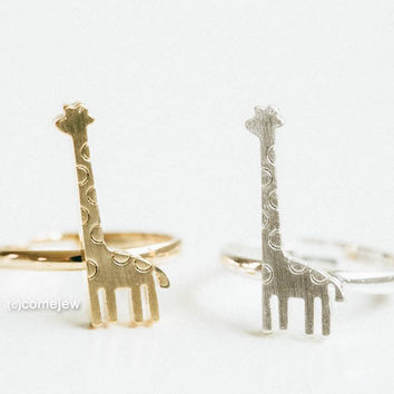 Long-necked giraffe ring