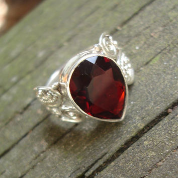 Garnet ring, vintage, teardrop, sterling silver, size 7 1/2 US, dark red, gemstone
