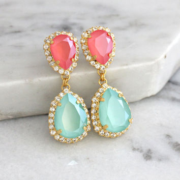Coral Mint Earrings, Mint Coral Chandelier Earrings, Swarovski Peach Green drop Earrings, Bridal Coral Mint Dangle Earrings, Drop Earrings