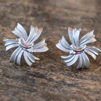 Vintage CROWN TRIFARI Clip On Earrings Silver Tone Pinwheel Abstract Mod Mid Century Mad Men 1960's // Vintage Designer Costume Jewelry