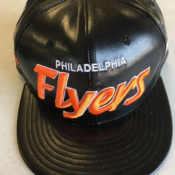 NEW ERA PHILADELPHIA FLYERS RETRO LEATHER LOOK BLACK FLAT BRIM SNAPBACK HAT