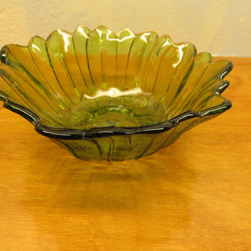 SMALL VINTAGE FENTON GREEN GLASS BOWL FOR CANDY OR NUTS
