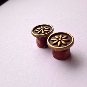 "Pleasant Mahogany Flower Plugs -Size: 2g (6mm), 0g (8mm), 00g (10mm) & 7/16"" (11mm) Light Weight/ Great Gift /Unique/ gold color / Expanders"