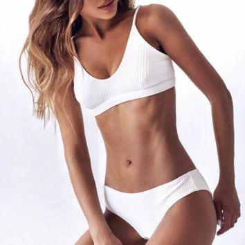 Women's sexy beach swimsuit split bikini two-piece suit White