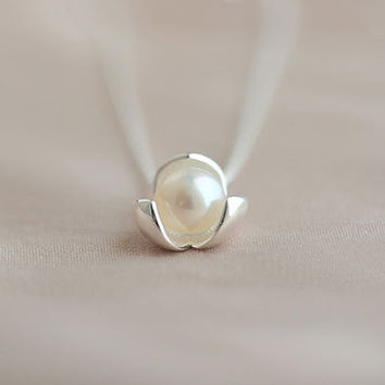Pearl Heart Flower Necklace - LilyFair Jewelry
