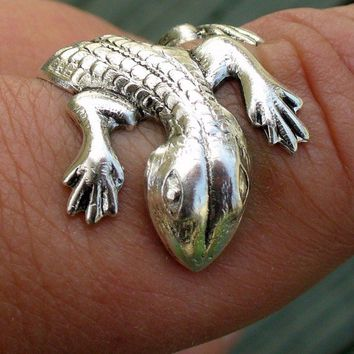 Steampunk ring finger cuff CUTE lizardGECKO by UmbrellaLaboratory