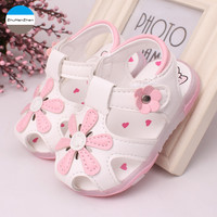2017 LED light shoes 0-2 years old baby girls sandals beautiful flower summer children's shoes soft bottom newborn toddler shoes