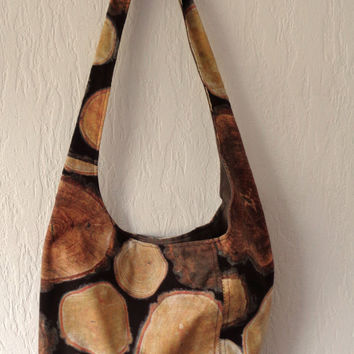 Fabric shoulder bag with zipper pocket. Lovely wood print.
