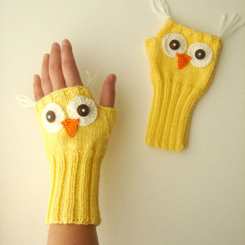 Owl Hand Knit / Fingerless Gloves in Yellow / Boys And Girls / Winter Fashion 2012- 2013 / Size M - S / FRONT PAGE