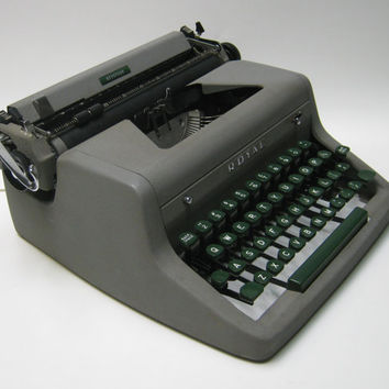 Vintage Royal Keystone Portable Manual Typewriter with Hardshell Case 1954