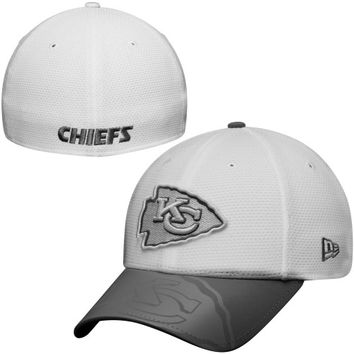 Kansas City Chiefs New Era Series Gunner Two-Tone 39THIRTY Flex Hat – White