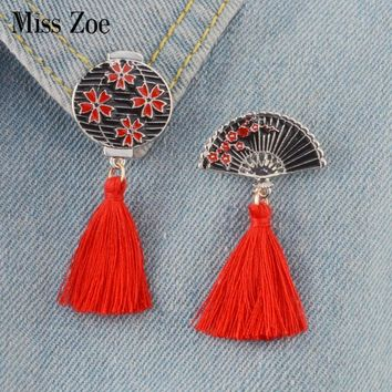 2pcs/set Japanese-style Enamel pins with red tassels Vintage lantern fan Brooch Pin Buckle Shirt Badge Gift for Kids friends
