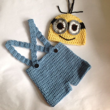 Handmade crochet Despicable me minion inspired set. Baby photo drop