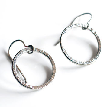 Hammer textured sterling silver circle earrings , simple wire circle earrings , sparkly silver circle jewelry