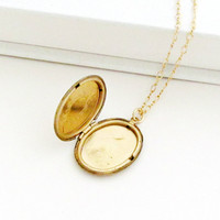 Deco - Gold Locket Necklace
