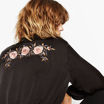 EMBROIDERED SATEEN TOP DETAILS