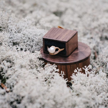 Round wooden ring box - Made to order