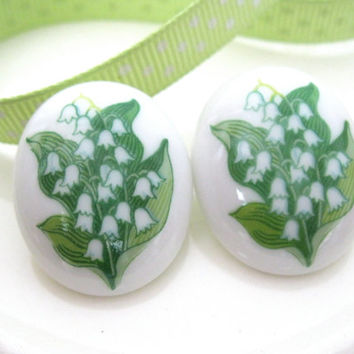 Flower Earrings Lilly of the Valley Green White Mothers Day Springtime Costume Jewelry