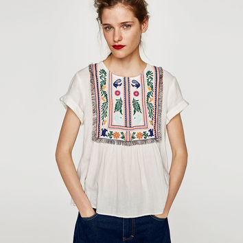 TOP WITH EMBROIDERED LEAVES