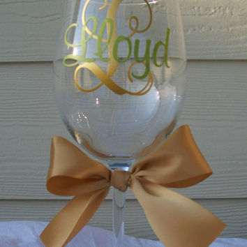 Personalized wine glass with name and initial