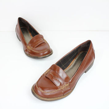 Size 10 brown leather Penny loafers / leather loafers / slip on shoes / flats / vintage loafers