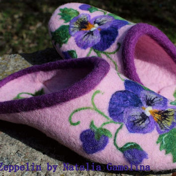 "Felted House Shoes, Indoor Slippers, 100% Wool, Needle Felted, ""Rosabelverde 3"", Flower, Violet"