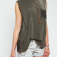 Urban Outfitters - Truly Madly Deeply Contrast Pocket Muscle Tee