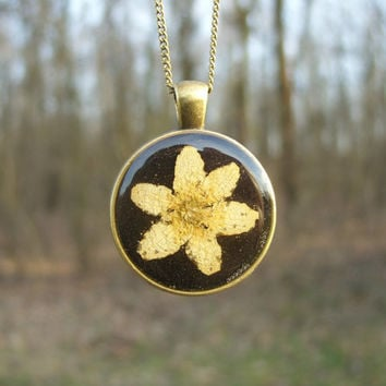 Real flower necklace - Wood anemone flower - Pressed flower jewelry - Botanical jewelry - Nature inspired necklace - Dried flower - Floral