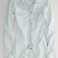 AEO Women's Faded Western Chambray Shirt (Light Blue)