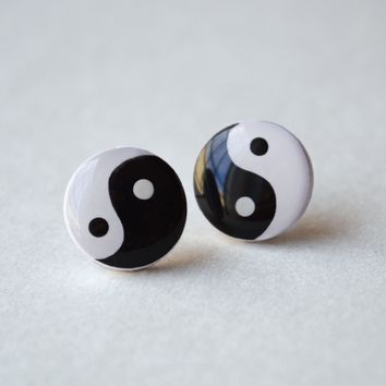 Yin Yang Earrings Jewelry // 90s, Grunge, Ying, Old School, Soft Grunge, Black and White, Nostalgia, Yin Yang Jewelry, Yin Yang Studs
