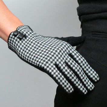 Tweed Gloves Knitting Wool Lambswood - Thousands birds pattern - leather button - Black White - Women - Winter Fall - Handmade