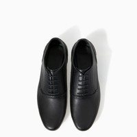 SLIM SHOE WITH BROGUEING