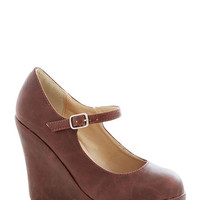 Walk with Confidence Wedge in Chestnut