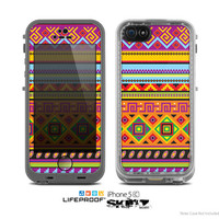 The Vector White-Blue-Red Aztec Pattern Skin for the Apple iPhone 5c LifeProof Case