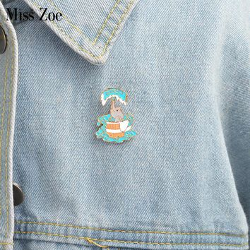 Little elephant bathing Brooch Cartoon enamel pin Button Pins Denim Jacket Pin Badge Fashion Animal Jewelry Gift for Kids