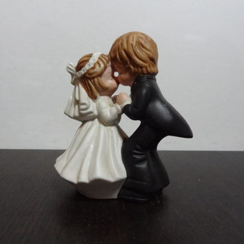 Vintage Lefton Ceramic Figurine - Bride and Groom Kissing - Ceramic Figurine or Cake Topper