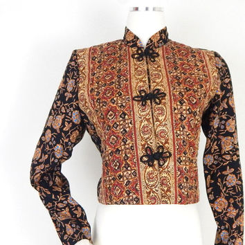 Vintage 80s Boho Gypsy Quilted Lightweight Cropped Jacket - Baroque Floral Print Mandarin Collar Women's Crop Top - Size Medium