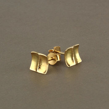 Square stud earrings, 14k solid gold earrings, hammered gold studs, gold post earrings